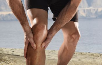An athlete with knee sports injury.